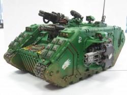 """""""In die Feuer der Schlacht, auf den Amboss des Krieges."""" (Schlachtruf der Salamanders Space Marines)  Die Salamanders folgen genau den Dogmen des Codex Astartes mit nur wenigen Abweichungen. Sie bevorzugen Kämpfe über kurze Distanz, in denen sie Melterwaffen und Flammenwerfer einsetzen um gepanzerte Ziele zu schmelzen oder Schneisen durch die feindliche Infanterie zu brennen. Auf Grund ihres handwerklichen Geschickes verfügen sie über technologisch hochentwickelte und meisterhaft gefertigte Ausrüstung. Dies wird vor allem durch die hohe Anzahl von Terminatorrüstungen, Land Raidern, Cybots und die vielen meisterlichen Artefakte im Orden deutlich. Die Salamanders-Space Marines entwickelten ebenfalls eine besondere Ceramit-Panzerung gegen die besonderen Fähigkeiten einer Melterwaffe."""