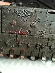 Sämtliche Panzerplatten wurden ebenfalls bearbeitet, sie erhalten später noch Pusteln (aus Green Stuff).