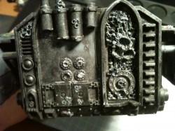 Am Heck wurde der Altar, Abgasrohre und die unteren Stauraumklappen verändert. Als nächstes folgt die Modelierung der fehlenden Rohrlängen der Abgasrohre.