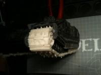 Später werden die Ketten noch zusätzlich mit etwas Schlamm (Bastelsand) bedeckt um den Verfall zu unterstreichen.
