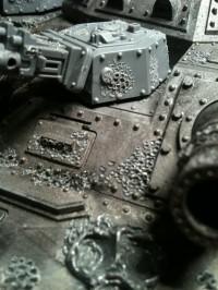 Nun setzte ich das Oberteil der Wanne auf den Panzer und modellierte sie anschließend.