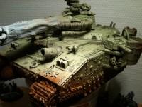 Für die Bemalung trug ich eine Grundschicht Farbe mit der Air-Brush-Pistole auf den grundierten Panzer...